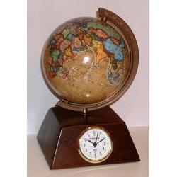 Globus piramida z zegarem